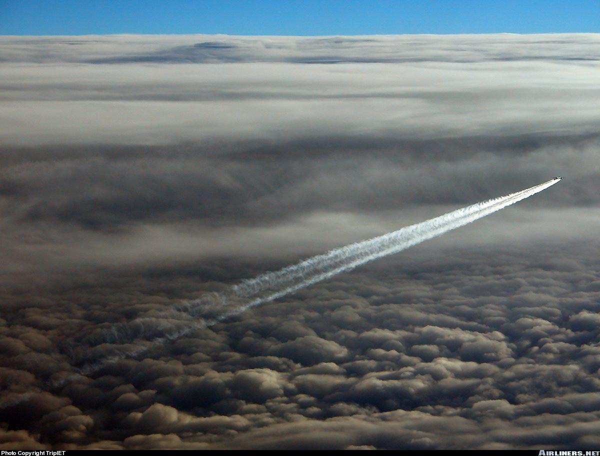 壮观的飞机尾流